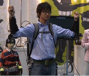 Kobayashi Lab displayed the latest versions of its exoskeleton at iREX 2009.