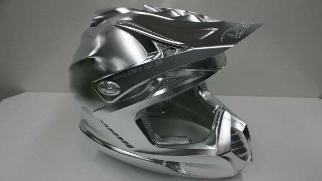 Daishin-Seki-5-axis-robot-metal-helmet