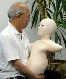 telenoid-creepy-telepresence-robot-old-man