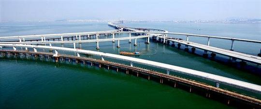China Builds World's Longest Bridge