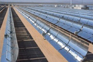 Shams 1's array is built with parabolic mirrors that concentrate sunlight heat, which produces steam to turn a turbine and generate electricity. [Source: Wikipedia]