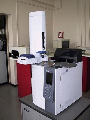 Gas chromatograph.