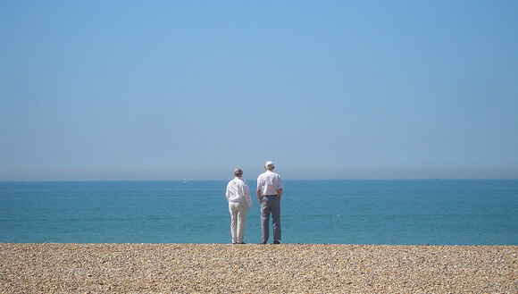 Genome_Longevity_Elderly_Couple_Sea
