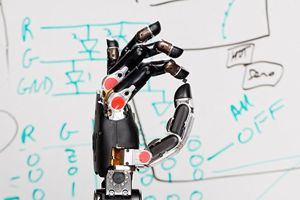 prosthetic-hand-with-sense-touch-1