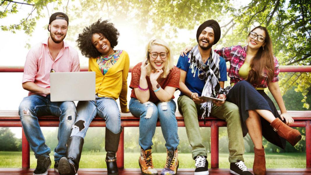 millennials-sitting-bench