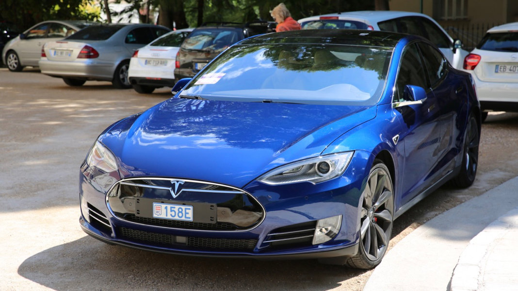 Blue-Tesla-Model-S-P90D-2016