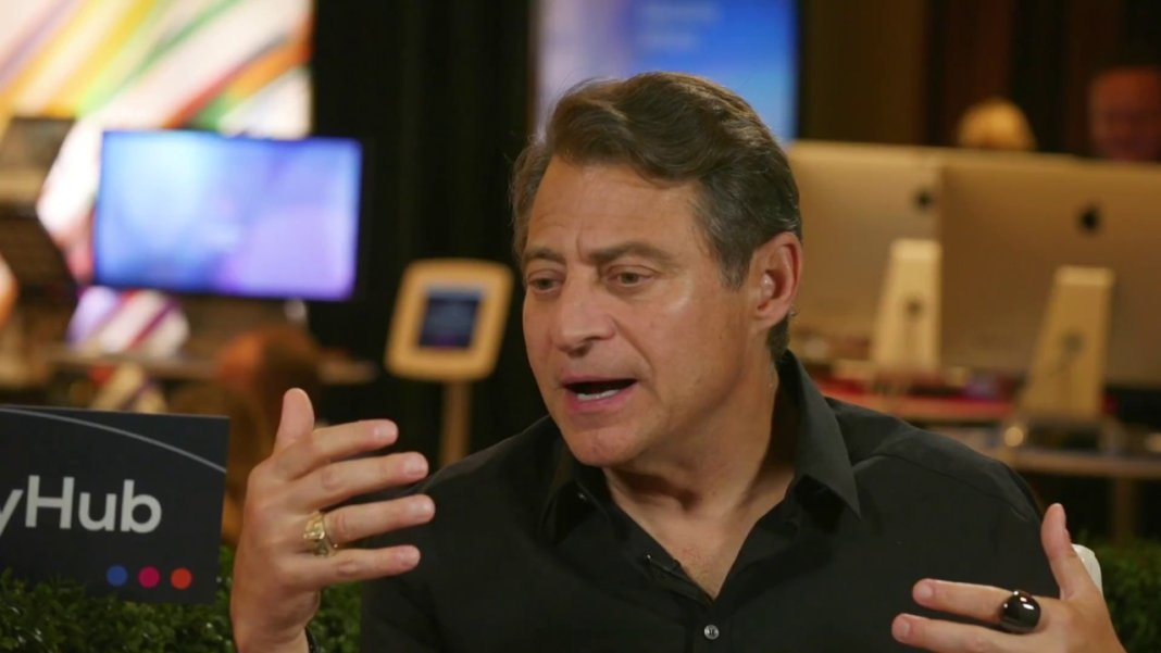 Peter-Diamandis-talking-interview-Singularity-Hub-SU-Global-Summit-2017