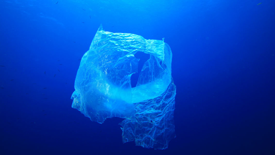 innovative-tech-to-clean-the-oceans-pollution-problem-plastic-bag-ocean