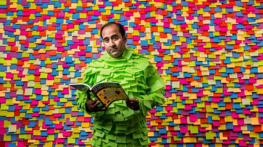 Rohit Bhargava reading with post-its wall background future