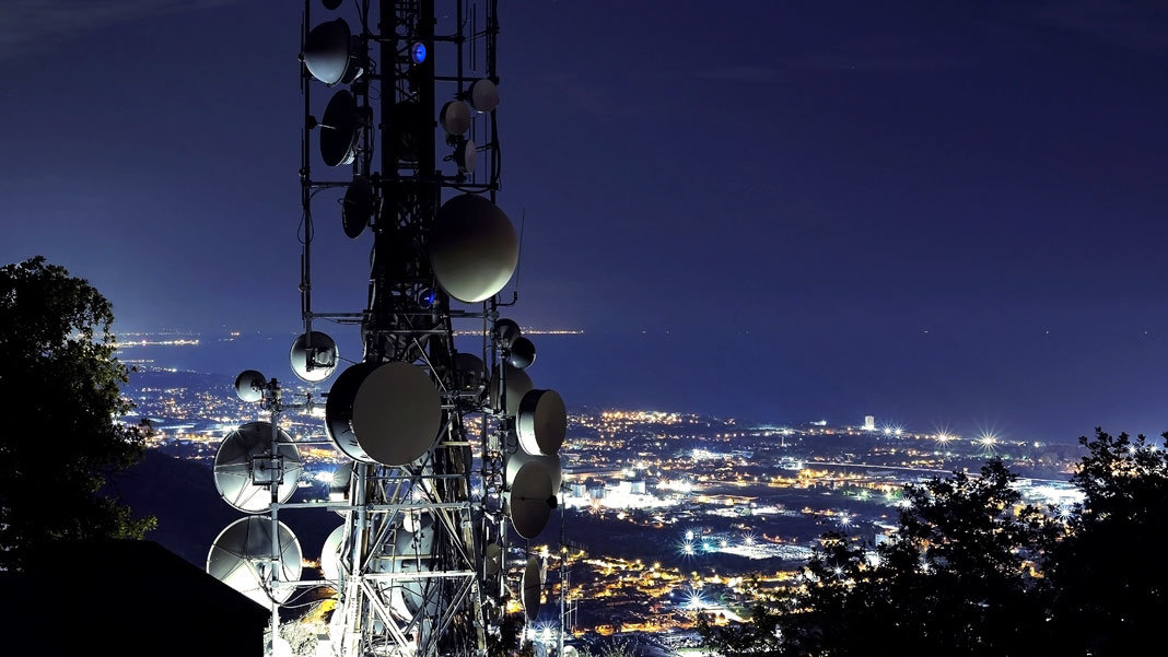5G telecommunications tower with city view Internet of Things