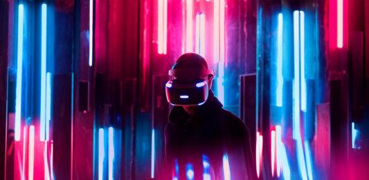 man using virtual reality augmented reality Peter Diamandis convergence