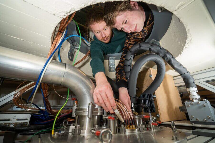 Qutech hot qubits students working