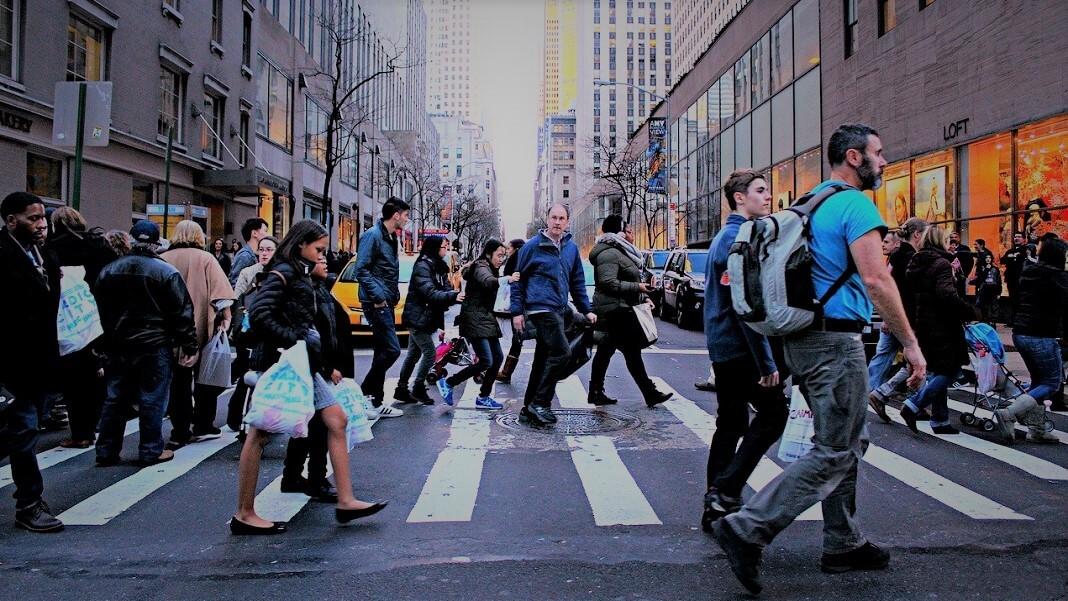 pedestrians street coronavirus contact tracing Covid-19