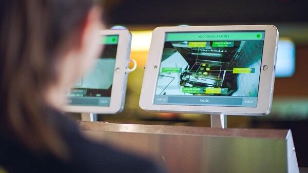 Interfaz AI de robot de comida rápida Flippy
