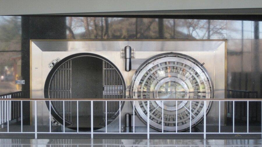 AI-Savvy Criminals Pulled Off a $35 Million Deepfake Bank Heist