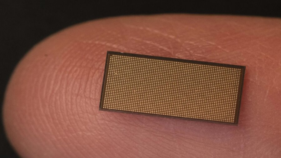 Intel Loihi 2 neuromorphic computing chip